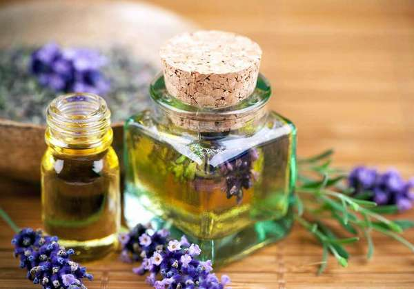 Перед использованием масла чайного дерева нужно убедиться, не вышел ли срок его годности