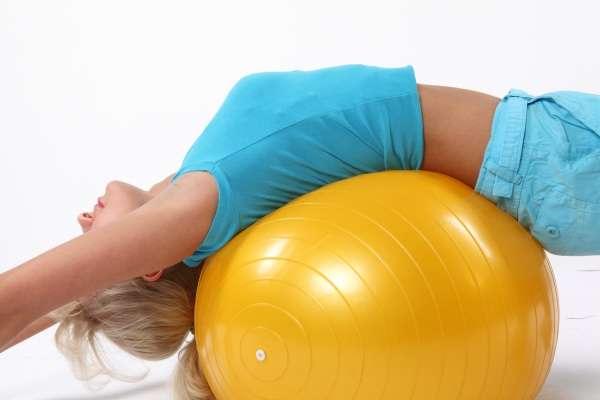 Многие молодые родительницы не решаются начинать упражнения в первые недели после родов, поскольку бояться навредить еще не восстановившемуся организму