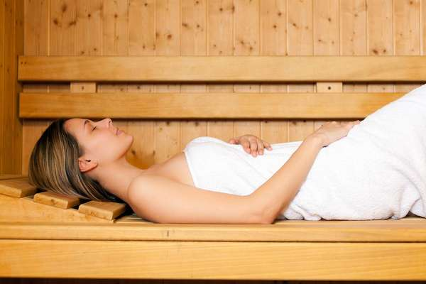 Если вы беременна, то при посещении бани запрещается делать в ней слишком высокую температуру