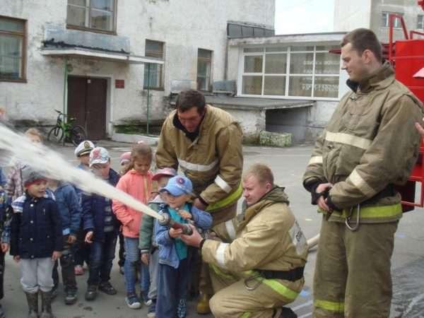Дети в пожарной части