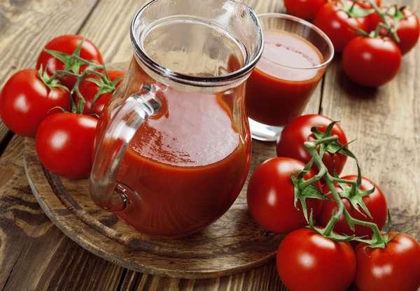 Лучше всего приготовить томатный сок дома, а не купить в магазине