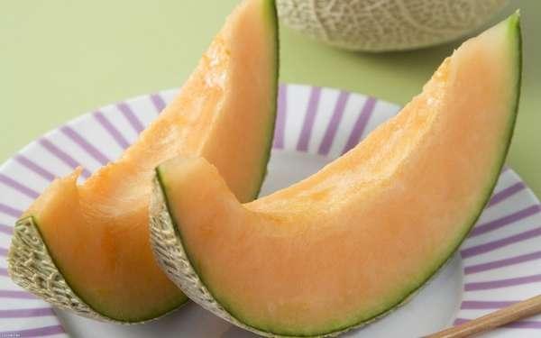 Включая в рацион питания дыню при беременности нужно учитывать ее мочегонные свойства