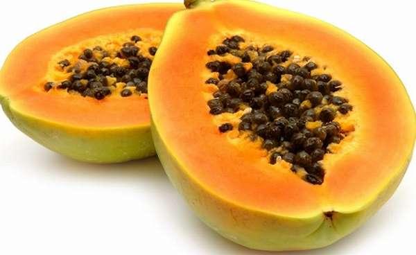 При умеренном употреблении папайя благоприятным образом влияет на здоровье беременной женщины