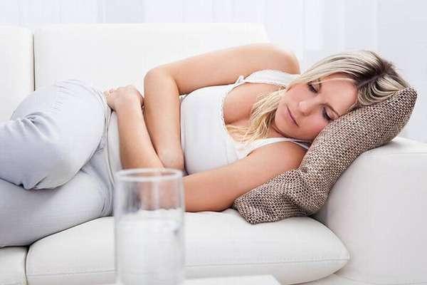 Живот во время беременности может болеть по разным причинам