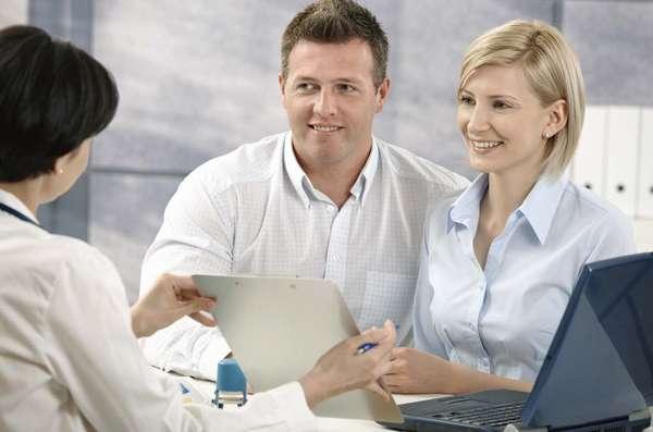Перед тем как планировать беременность, стоит мужчине и женщине обследоваться у генетика