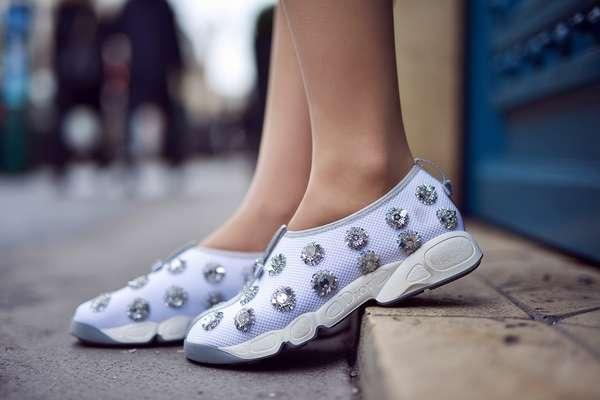 Вместо каблуков беременным стоит носить удобную обувь без высокой платформы
