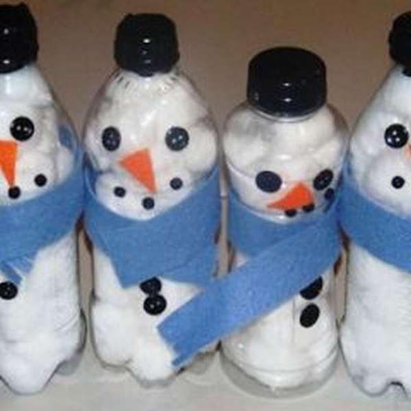 Снеговики из пластиковых бутылок
