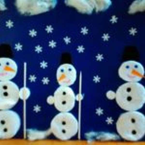 Снеговики из ватных дисков и зубочисток
