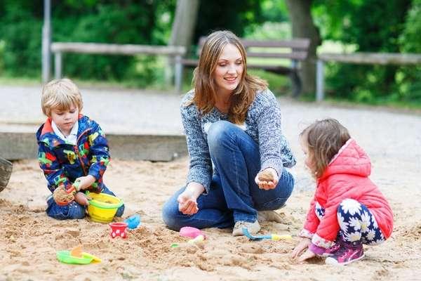 Игра с двухлетними детьми на улице