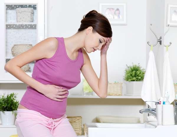 В 1 триместре беременности лучше не употреблять Цитрамон, поскольку препарат может вызвать осложнения в развитии плода