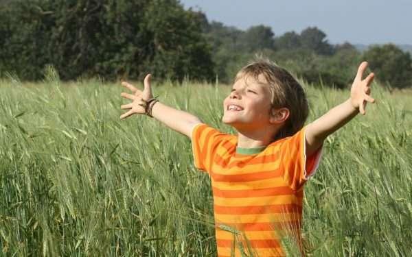 ребёнок на природе