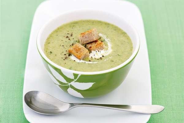 Из брокколи можно приготовить вкусный и питательный суп