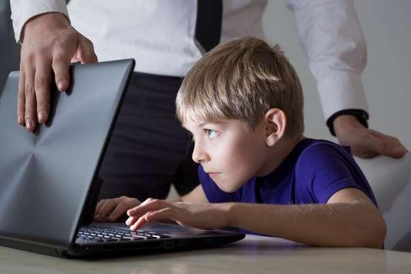 Для контроля детей в Интернете существуют специальные программы