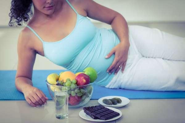 Во время 20 недели беременности врачи дополнительно рекомендуют употреблять витамины и полезные продукты
