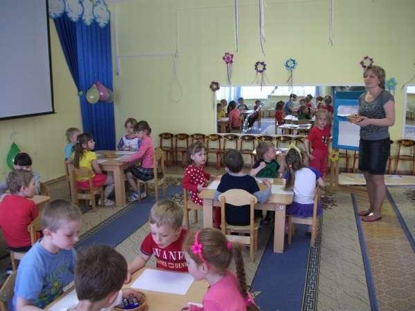 ФЭМП в детском саду: за каждым столом по 4 человека