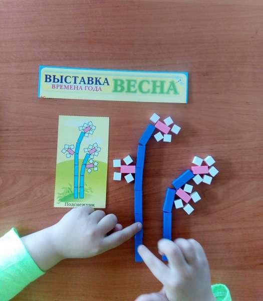 Конструирование цветочка из палочек Кюизинера по образцу
