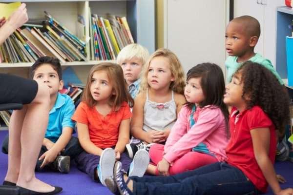 Дети слушают речь