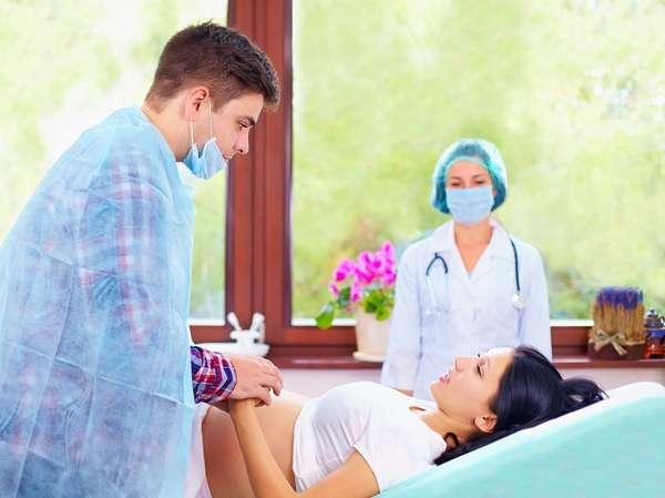 Огромную поддержку женщине при кесаревом сечении может оказать партнер