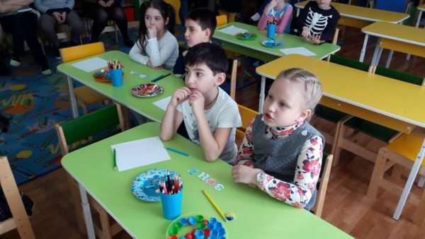 Дети за столами