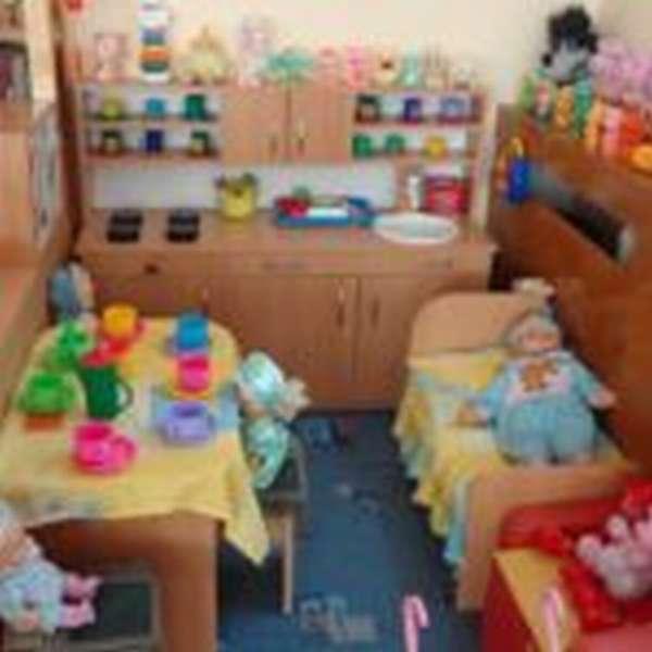 Центр ролевых игр, кукольные постели, посудка