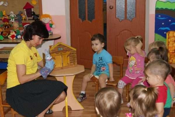 Педагог обращается к детям от имени перчаточной куклы