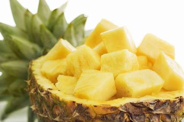 Из ананаса можно приготовить вкусные десерты