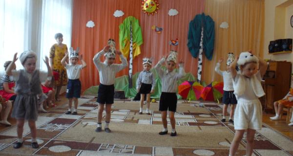 Дети в костюмах животных участвуют в театрализованном представлении