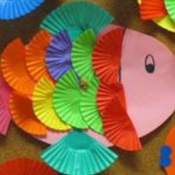 Рыбка из бумажных корзинок