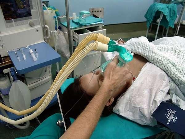 Чаще всего при кесарево применяют местную анестезию, а не общий наркоз