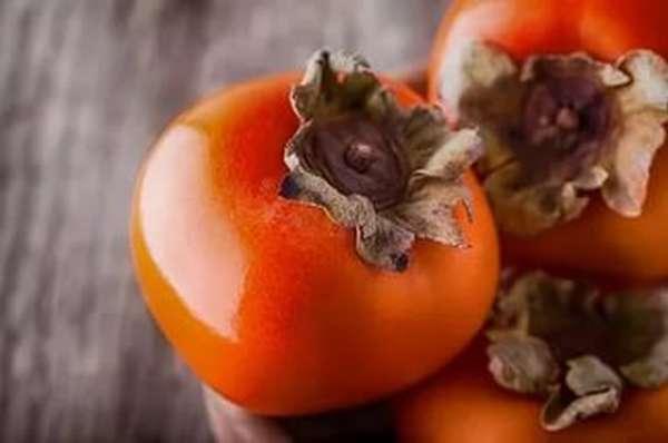 Хурма в зимнее время - незаменимый источник витаминов для беременной женщины