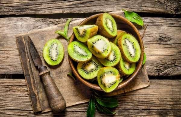 Киви очень полезный фрукт, поскольку он содержит много фолиевой кислоты