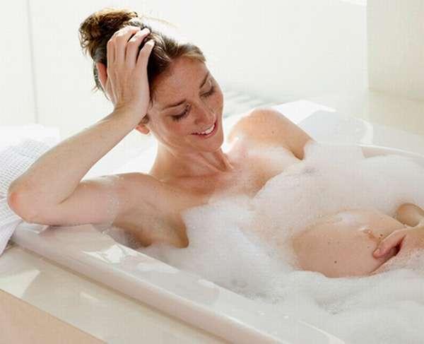 Горячая вода, при принятии ванны, может ухудшить самочувствие беременной женщины