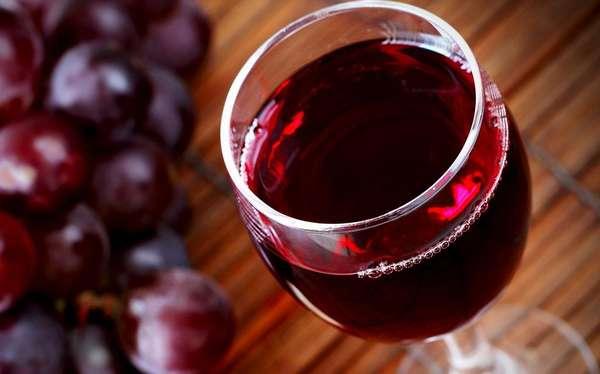 Если вы решили во время беременности употребить вино, то нужно выбирать только качественный продукт