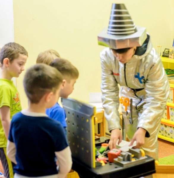 Дети в мастерской Самоделкина