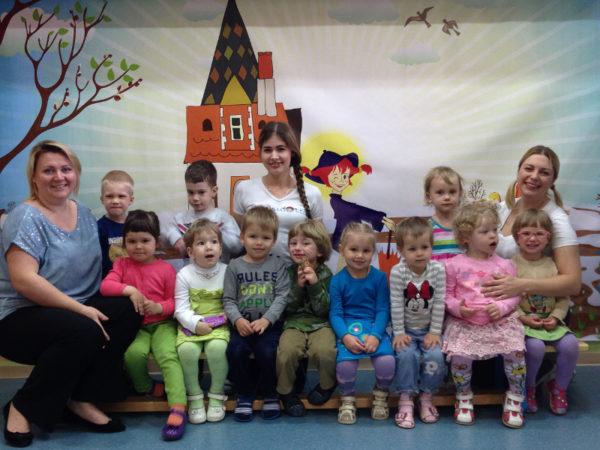 Групповое фото детей с воспитателями