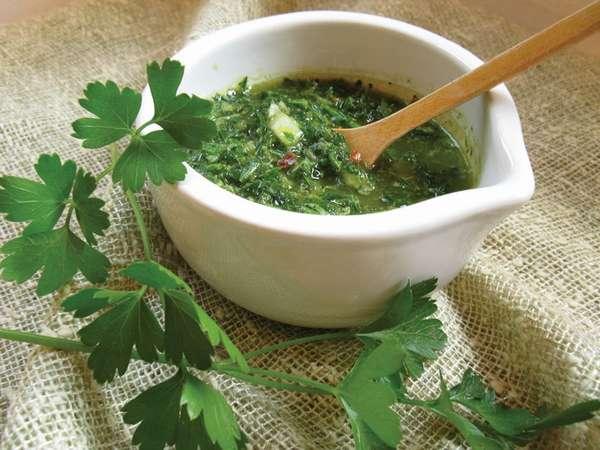 Петрушку можно добавлять в различные супы
