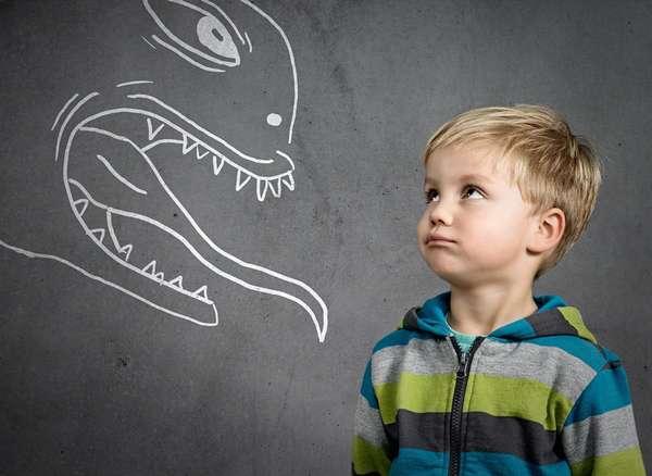 Если ребенок не может избавиться длительное время от страхов, стоит проконсультироваться с психологом