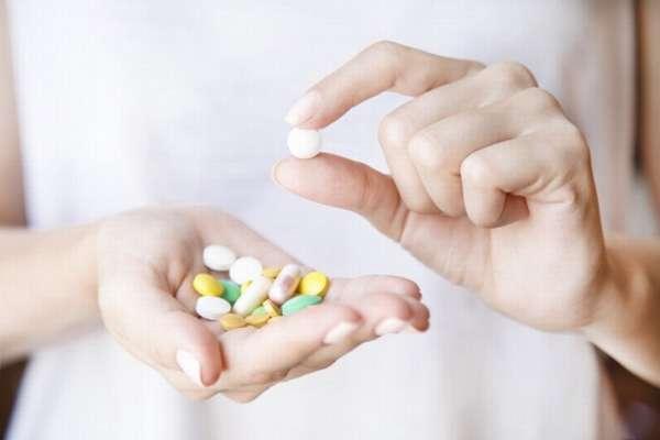 При планировании и во время беременности следует принимать витамины только по согласованию врача