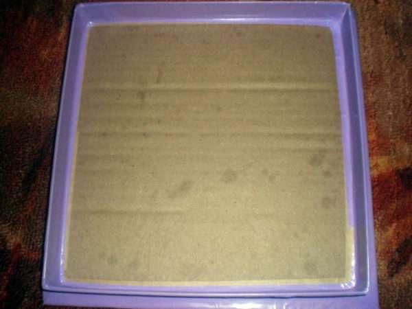 Коробка, обклеенная цветной бумагой