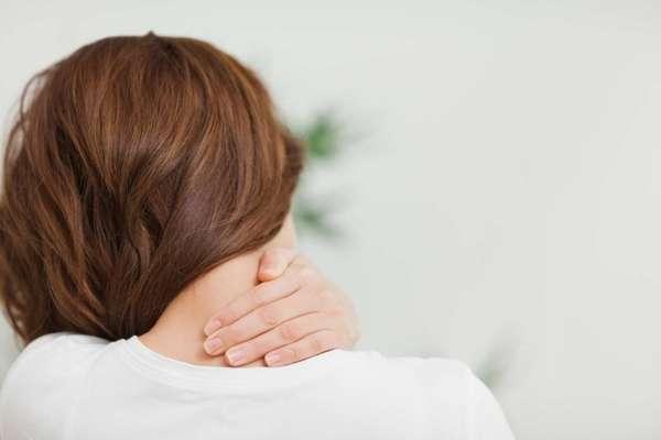 У беременных шейный остеохондроз может появиться по причине изменения гормонального фона, недостатка витаминов или же неравномерной нагрузки на позвоночный отдел