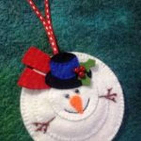 Ёлочное украшение — снеговик