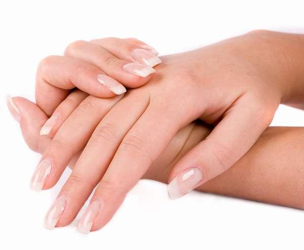 При наращивании ногтей рекомендуется использовать только качественные материалы