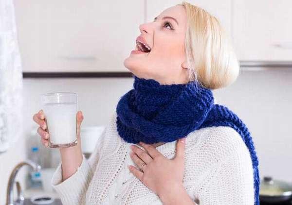 Полоскать горло можно водой с содой