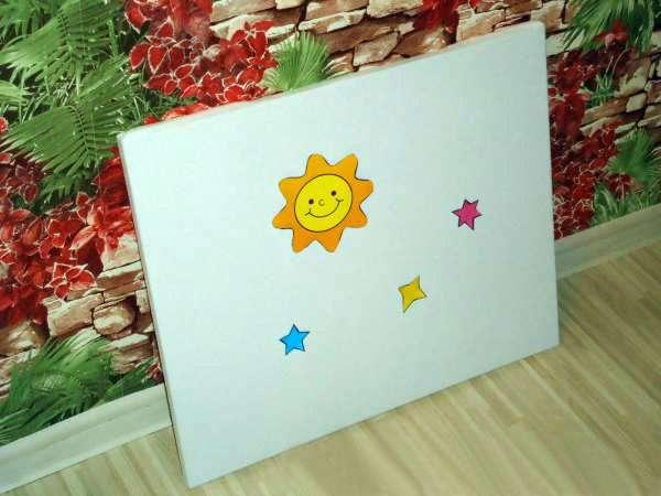 Фланелеграф с прикреплёнными к нему солнцем и звёздами