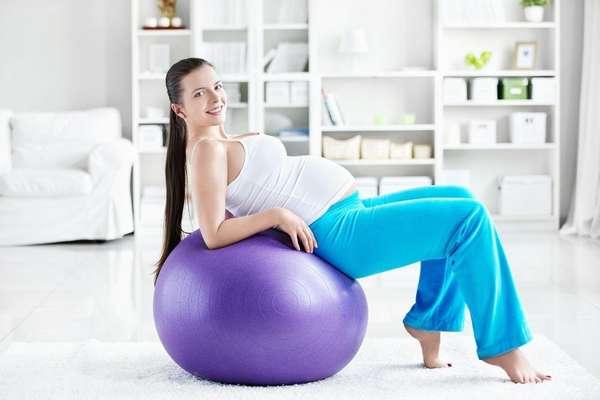 Многим женщинам родить без разрывов помогает подготовительная гимнастика