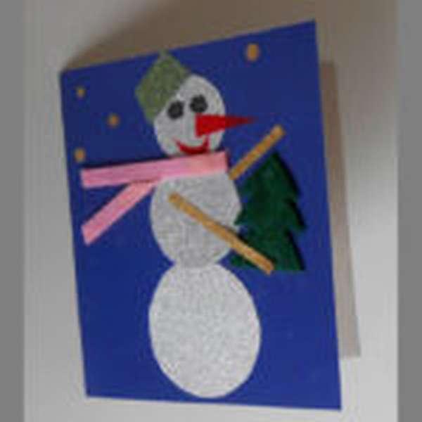 Поделка снеговика, выполненного в технике аппликации из бумаги и ткани