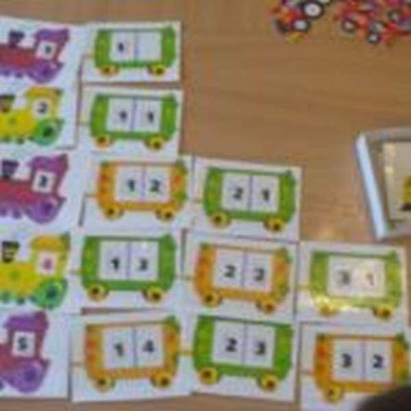 Паровозики (на каждом число) и вагончики (на каждом две цифры отдельно)