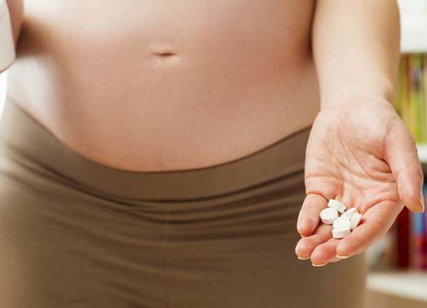 Употреблять таблетки от аллергии при беременности следует только по назначению врача