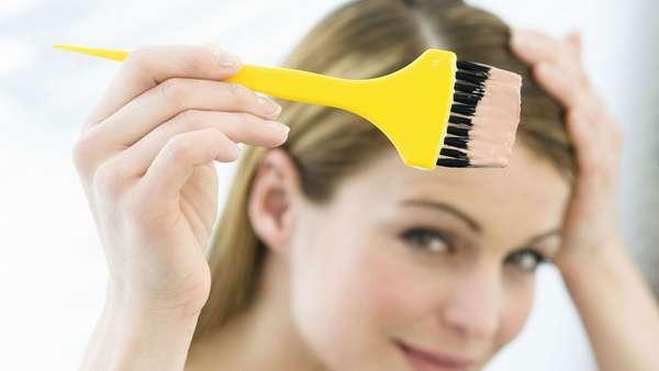 Если вы решили красить волосы при беременности, то следует выбирать только качественную краску, которая не содержит вредных веществ
