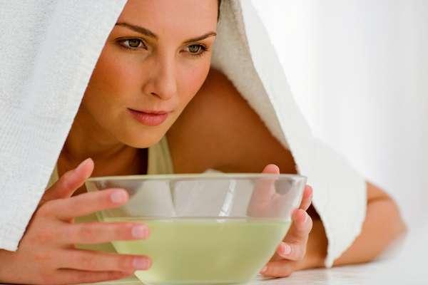 При насморке облепиховое масло можно растворить в воде и нюхать пар, укрыв голову полотенцем